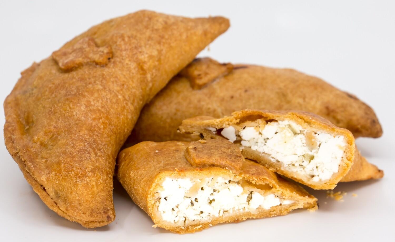 Empanadas aus Dinkelteig mit Käsefüllung