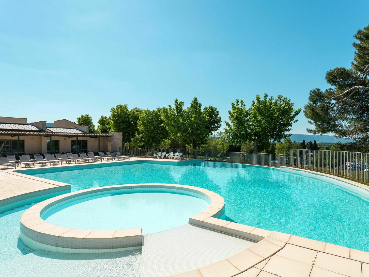 FRANCE- PROVENCE - APPARTEMENT COUNTRY CLUB ****