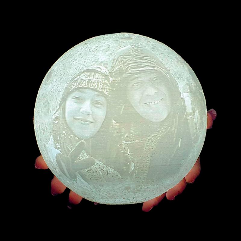 מנורת ירח עם תמונה אישית