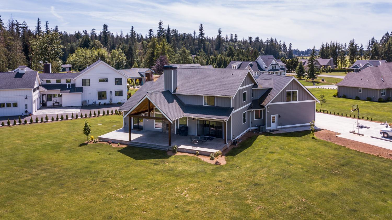 Contemporary Farmhouse 824
