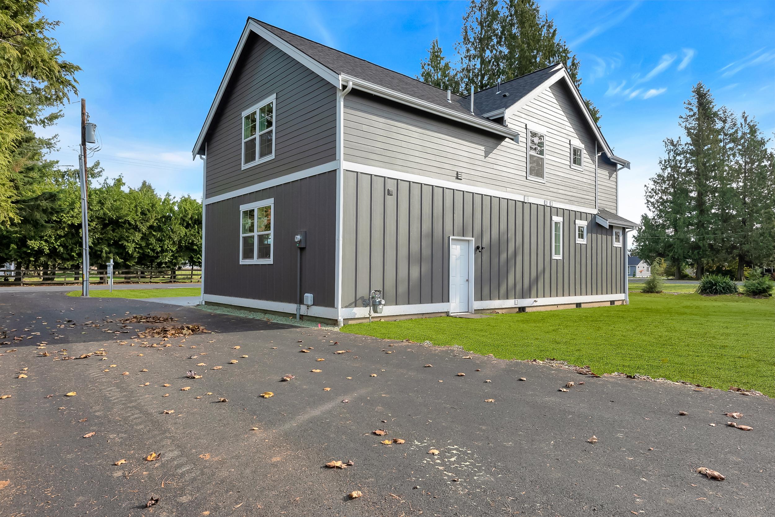 Contemporary Farmhouse 814