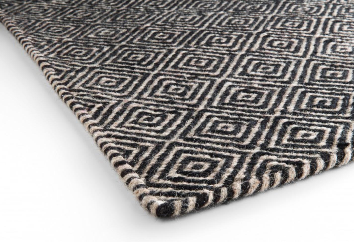 Diamond rug black