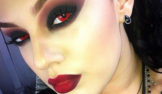 RED VAMPIRE CONTACT LENS