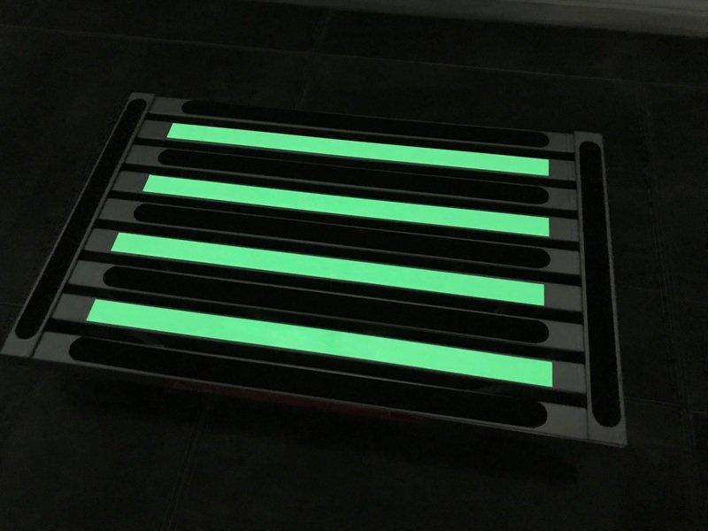 Illuminating extra large platform portable folding step