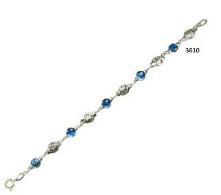 Armband met blauwe medailles en roosjes 16.5 cm