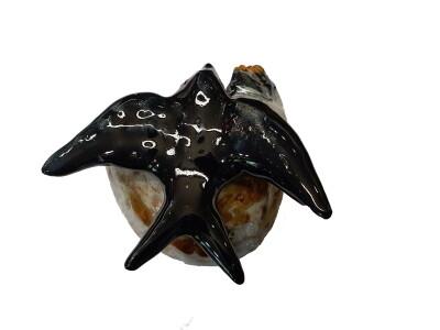 Zwaluw met nest en 2 jongen in keramiek 9x10x6 cm