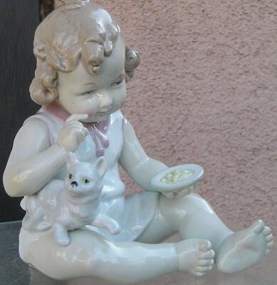 Beeld zittend kind met kat 18 cm GRAEFENTHAL PORSELEIN