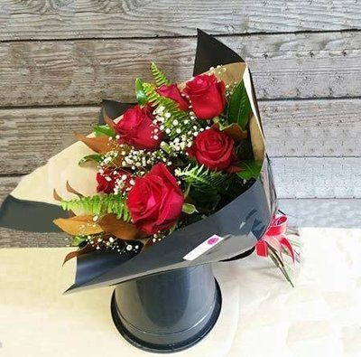Half Dozen Long Stem Red Roses Bouquet