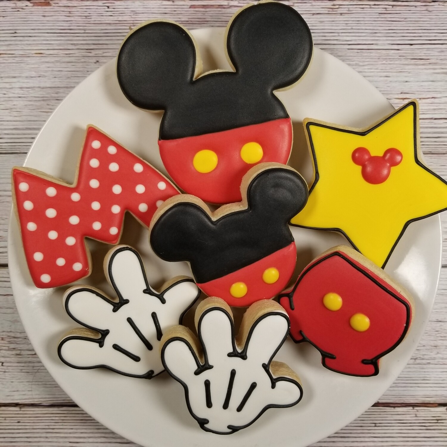 'MICKEY MOUSE Decorating Workshop - MONDAY, JULY 26th at 6 p.m. (THE COOKIE DECORATING STUDIO)