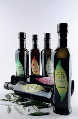 Condimento a base di OLIO EXTRAVERGINE DI OLIVA   --   aglio - basilico - limone - mandarino - origano - peperoncino - rosmarino - zenzero