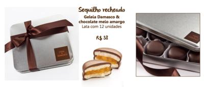 Sequilho recheado com geléia de damasco e coberto com chocolate. Na lata, com 12 unidades