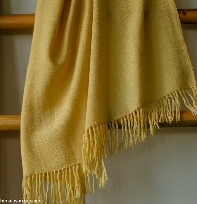 Hand-woven woollen shawl dyed with tesu flowers