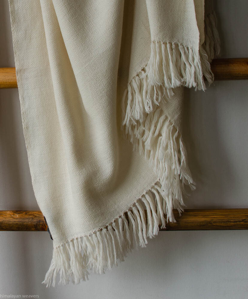 Large men sized hand-woven woollen shawl natural colour