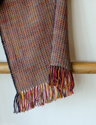 Scarf woven with handspun wool dyed with indigo, madder, sappanwood and tesu flowers