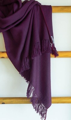 Hand-woven woolen shawl dyed with shellac and sappanwood