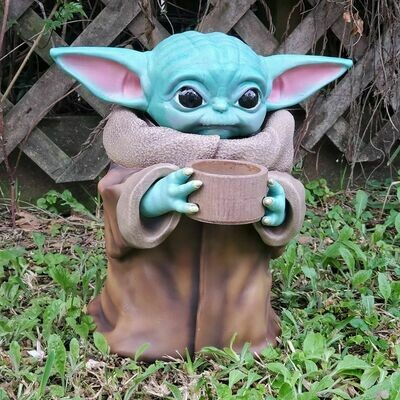 Star Wars Baby Yoda Statue Drinking from The Mandalorian
