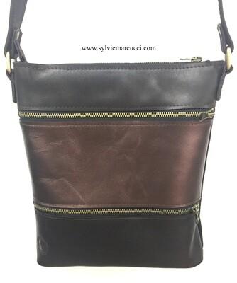 Zippeur sac BI cuir de vachette multi poches de couleur marron glacé et cuivre, porté épaule ou bandoulière