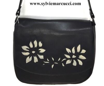 Demi lune besace cuir noir, rabat détachable motifs fleurs, lanière réglable, modèle déposé  FR1049594