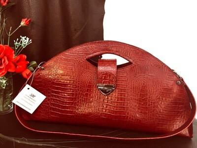 Mariluna cuir de couleur Rouge bordeaux porté épaule ou main modèle déposé FR1049593