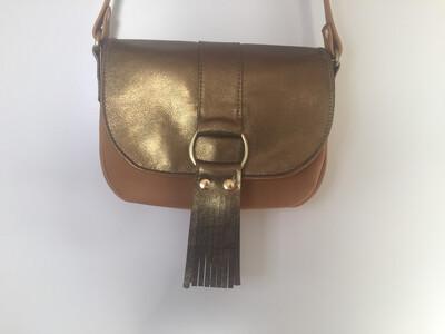 Lybloo cuir Français de couleur camel rabat cuir couleur or bronze 1 seul modèle dans ce coloris fait à Toulouse
