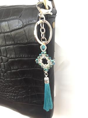 Losange turquoise clair pendentif de sac ou porté clé/ fait main pièce unique