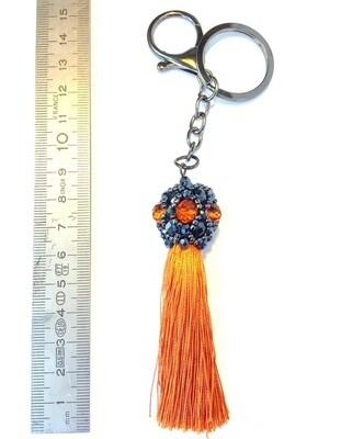 Boule noire et orange , pompon orange pendentif de sac ou porté clé/ fait main pièce unique