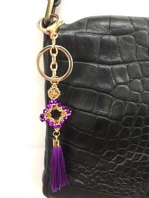 Losange violet pendentif de sac ou porté clé/ fait main pièce unique