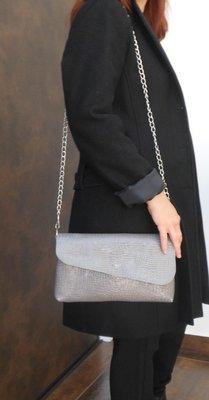 Elisa Sac Pochette Femme imitation croco grise en cuir, anse amovible, pièce Unique#cuir femme#pièce unique