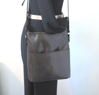 Chloé sac en cuir marron imprimé chevrons, porté bandoulière ou porté épaule, modèle unique#cuirfemme