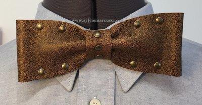 Noeud papillon en cuir / noeud papillon de couleur marron avec rivets / noeud papillon pour homme ou femme / noeud papillon en cuir / véritable cuir 100% Français #noeud papillon mariage.
