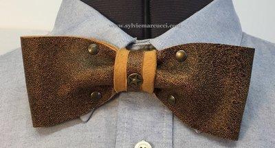 Noeud papillon en cuir / noeud papillon de couleur marron vieilli avec rivets / noeud papillon pour homme ou femme # noeud papillon en cuir # véritable cuir 100% Français/ noeud papillon mariage