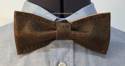 Noeud papillon en cuir / noeud papillon de couleur marron / noeud papillon pour homme ou femme / noeud papillon en cuir #véritable cuir 100% Français #noeud papillon mariage.