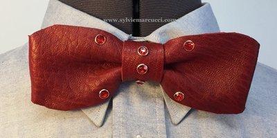 Noeud papillon en cuir / noeud papillon bordeaux et strass rouge/ noeud papillon pour homme ou femme / noeud papillon en cuir / véritable cuir 100% Français #noeud papillon mariage#pièce u