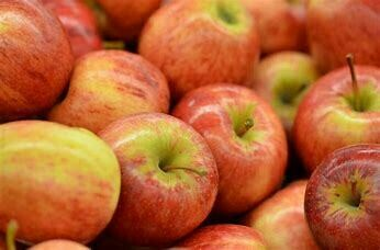 Apple Royal Gala Lunchbox size  (6 for£1.00)