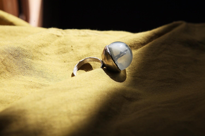 Кольцо с шаром из муранского стекла