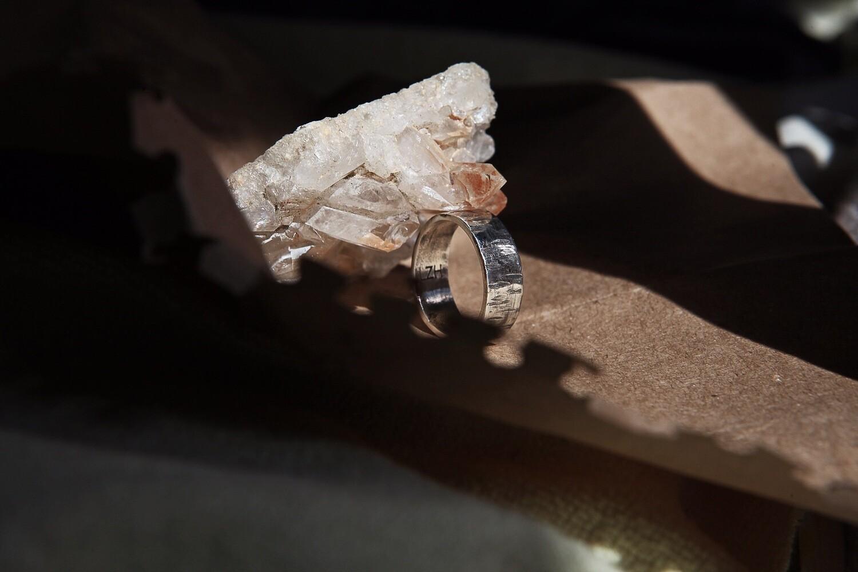 Кольцо с царапками и чернением