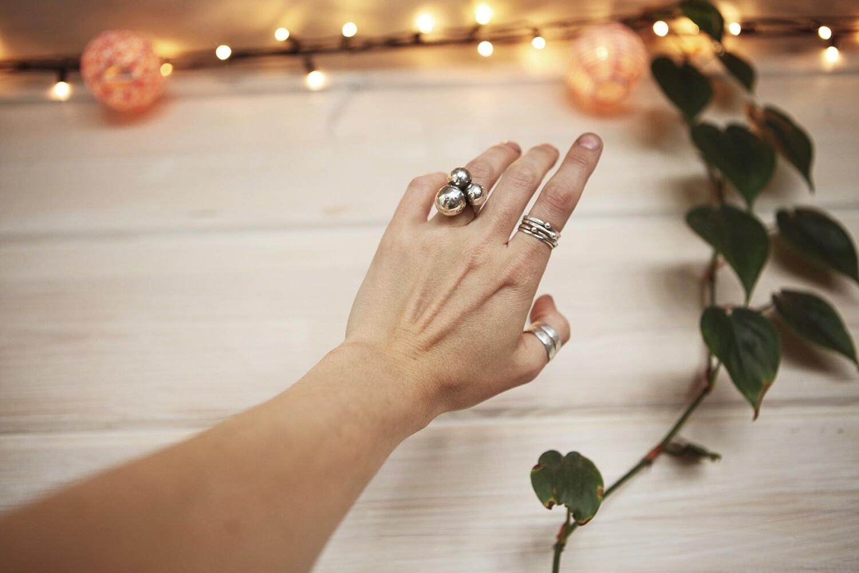 Кольцо с тремя шарами