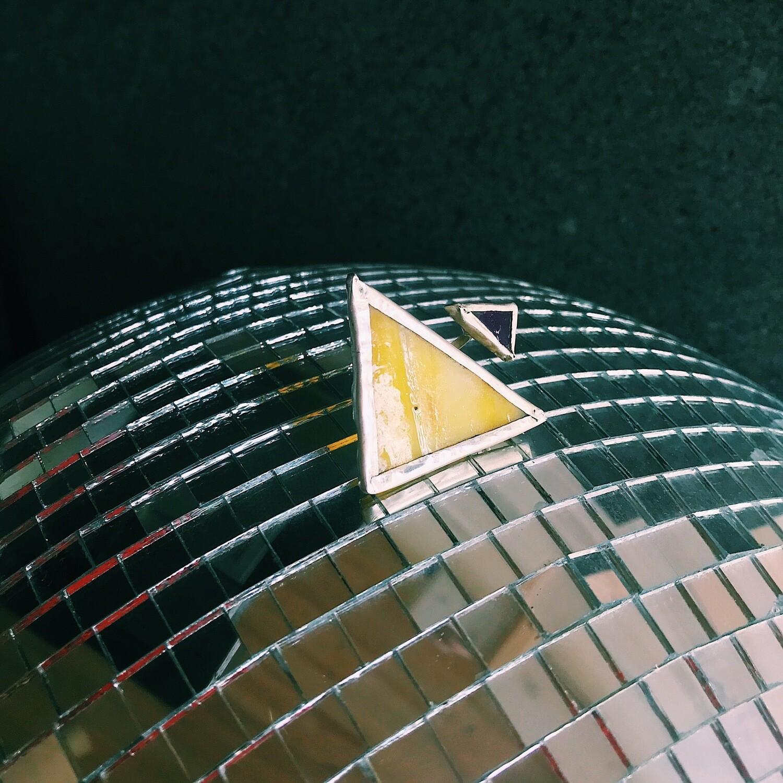 Разъёмное кольцо с жёлтым и фиолетовым стеклом.