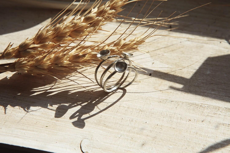 Тройное кольцо с тремя «чашечками» или «цветочками»