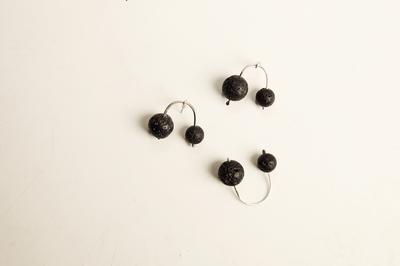 Серебряное кольцо с шариками лавы