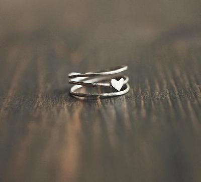 Серебряное кольцо с сердечком
