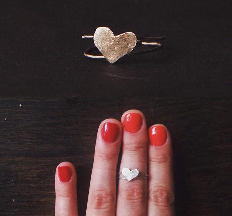 Тонкое серебряное кольцо с большим сердцем