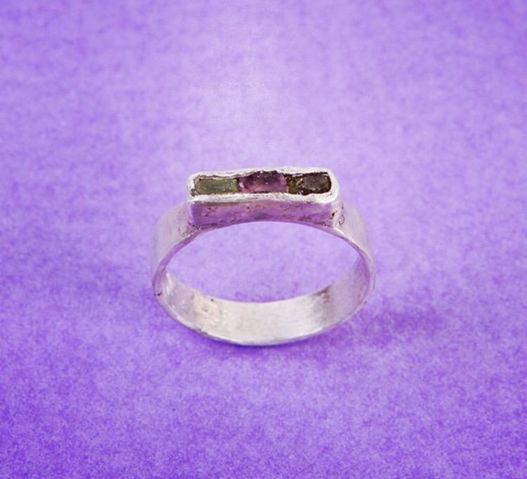 Серебряное кольцо с тремя флюоритами