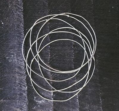 Тонкий серебряный браслет