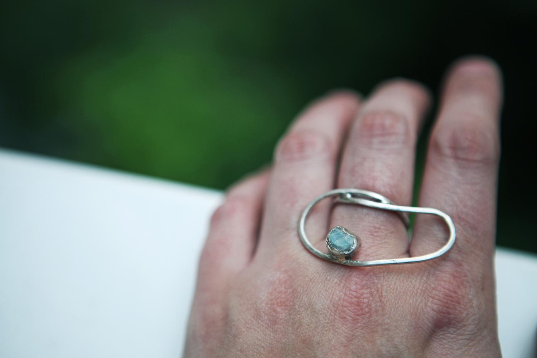 Серебряное кольцо с апатитом