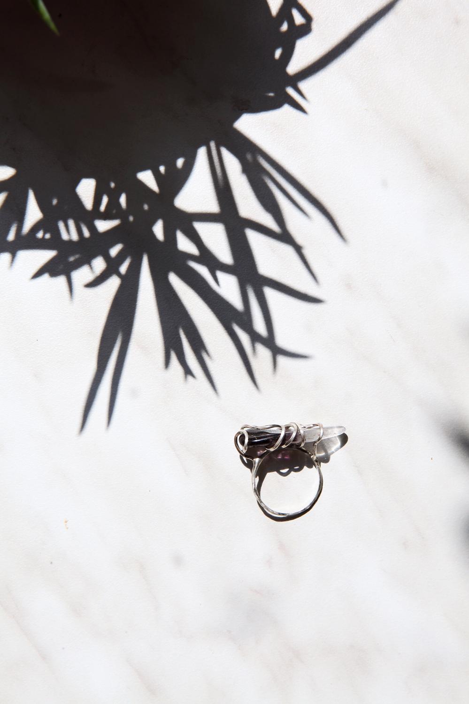 Серебряное кольцо с двухцветным аметистом