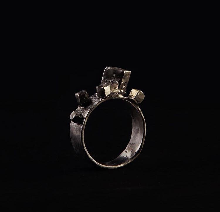 Широкое кольцо с кубиками