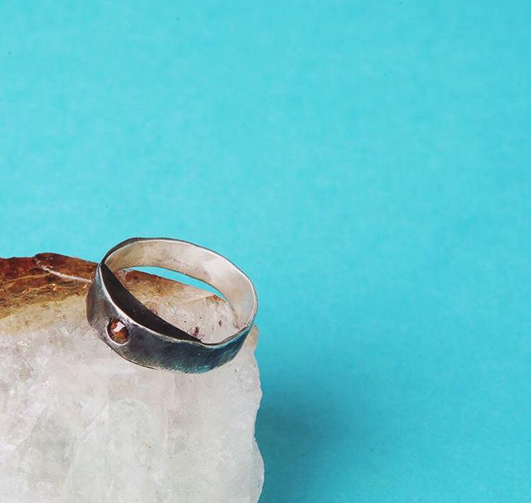 Патинированное серебряное кольцо с цитрином