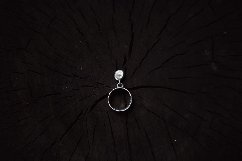 Кольцо с подвижной деталью