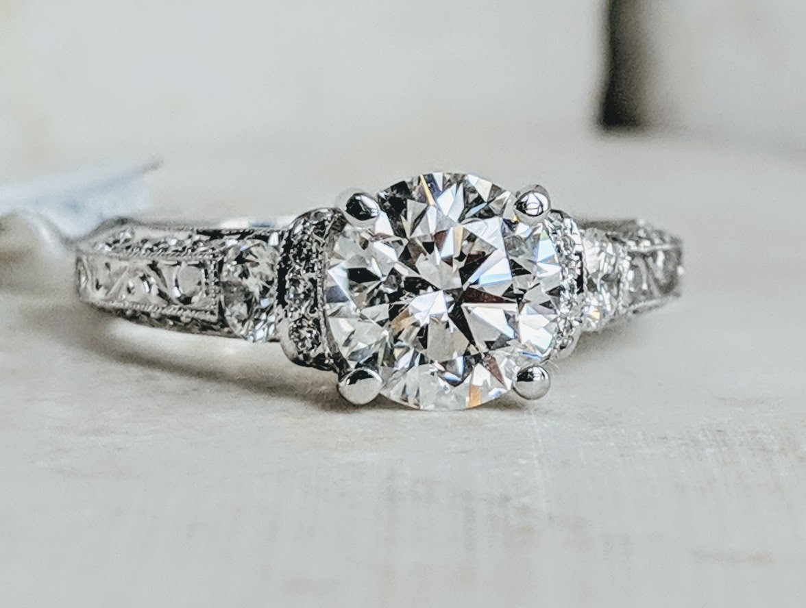2.07 Ct Total (1.50 ct certified diamond center!) 19k White Gold Daviani Designer Ring Sz 6.5